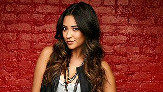 Shay Mitchell - Emily Fields